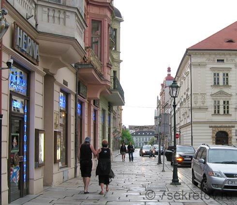 дамы на улицах чехии
